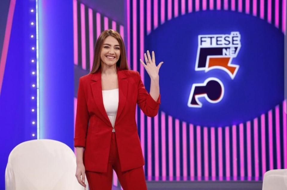 a-30-anni-dall-esodo-gli-italo-albanesi-si-raccontano-il-nostro-editore-su-top-channel-albania-intervistato-dalla-giornalista-bieta-sulo-6-1024x678